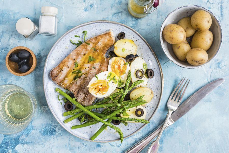 Thunfisch mit Kartoffeln, Spargel & Eiern