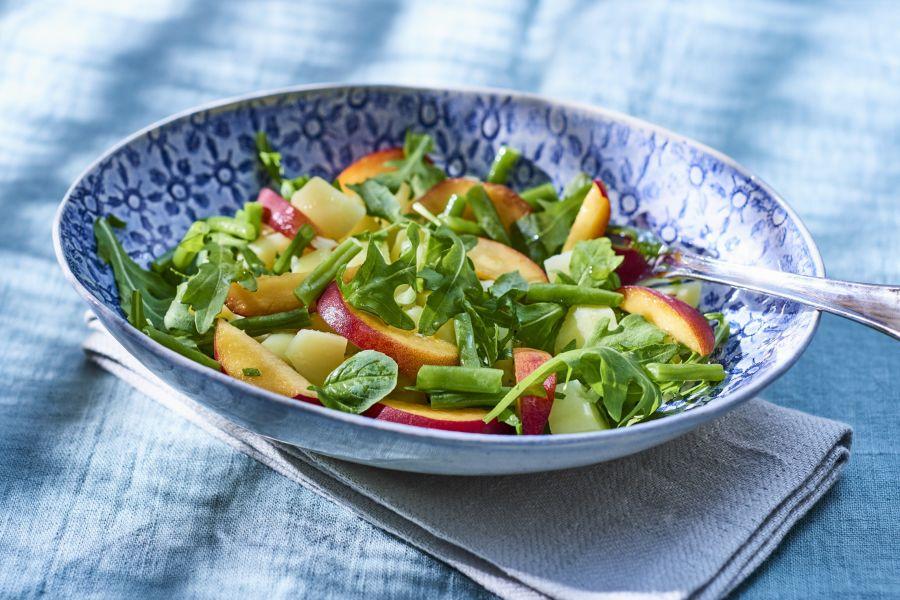 Low-Carb-Kartoffelsalat mit Pfirsichen & Rucola
