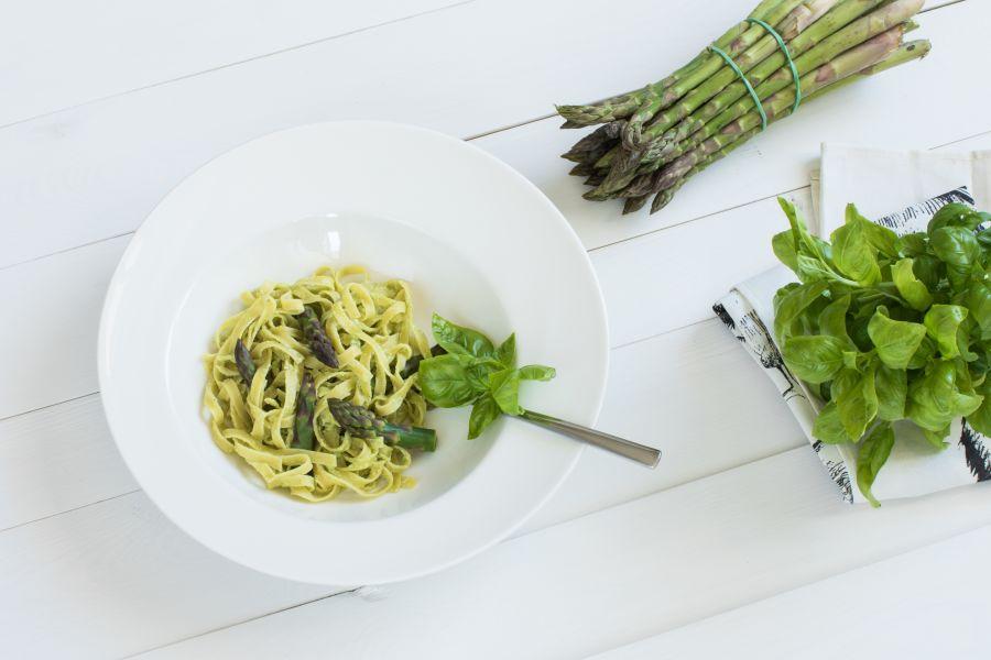 Grüner-Spargel-Pasta mit Mozzarella