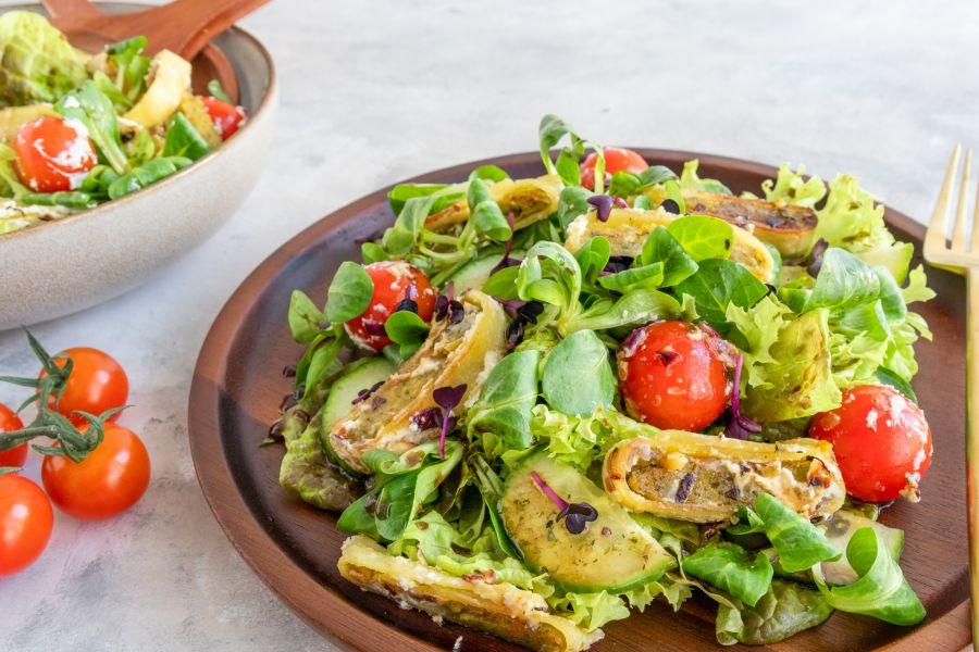 Salat mit knusprigen Maultaschen