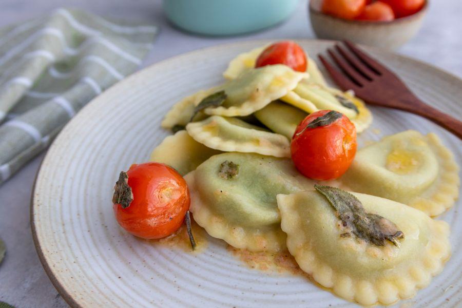 Ravioli mit Salbei-Tomaten-Butter