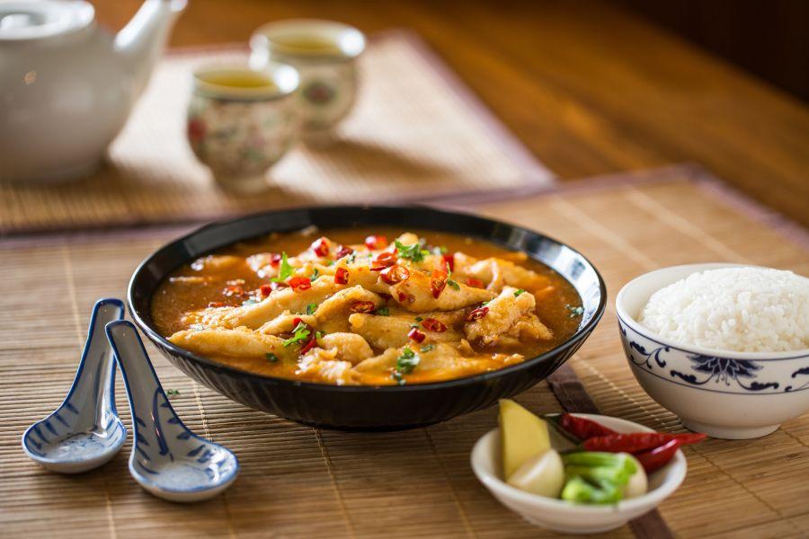 Erdnuss-Kokos-Curry mit Hühnchen