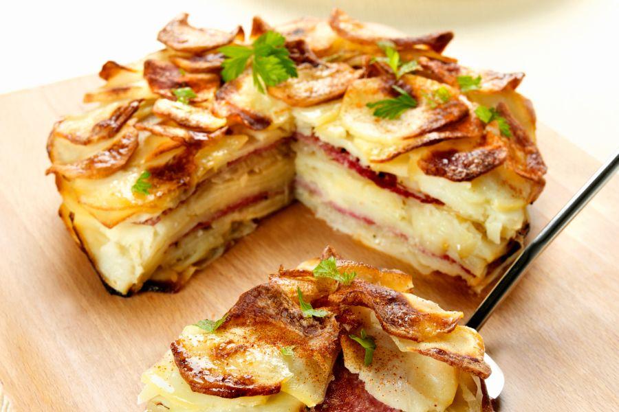 Kartoffelkuchen mit Salami