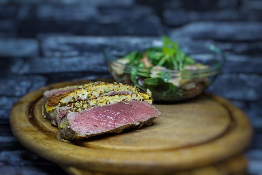 """Steak """"Strindberg"""" mit gemischtem Salat"""