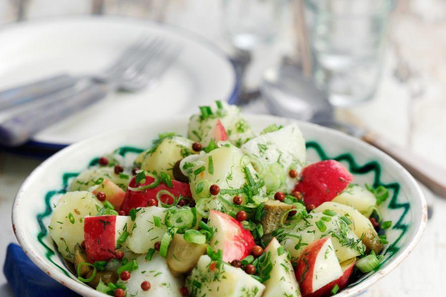 Kartoffelsalat mit Apfel und Essiggurke