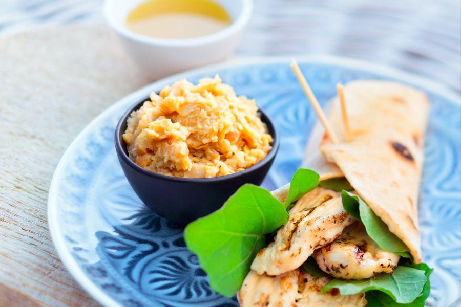 Hähnchenwrap mit Hummus