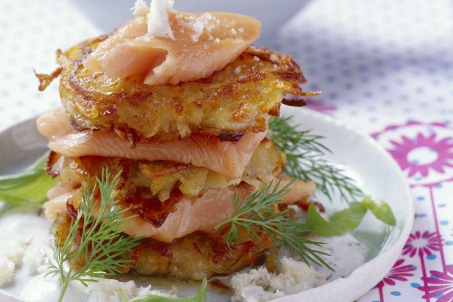 Zwiebel-Kartoffel-Puffer mit Lachs & Meerrettich