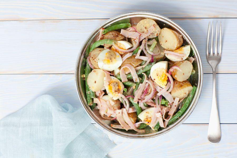 Ei-Kartoffelsalat mit Schinken & Senfdressing