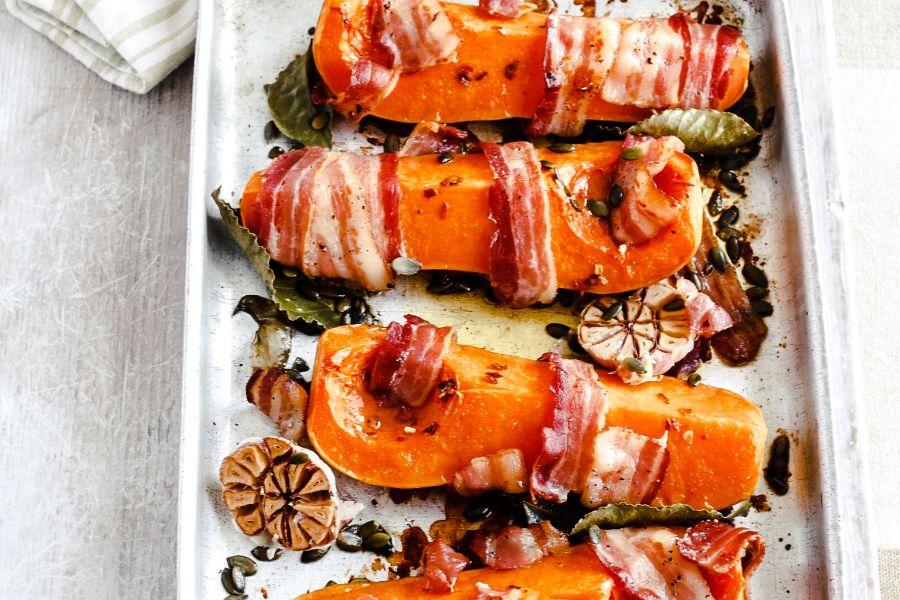 Bacon-Butternusskürbis aus dem Ofen