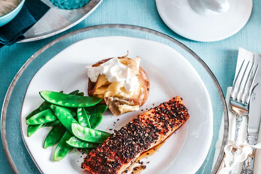 Lachs mit Pfefferkruste und Kartoffeln