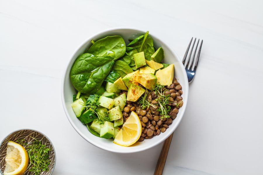 Avocado-Gurken-Linsen Salat