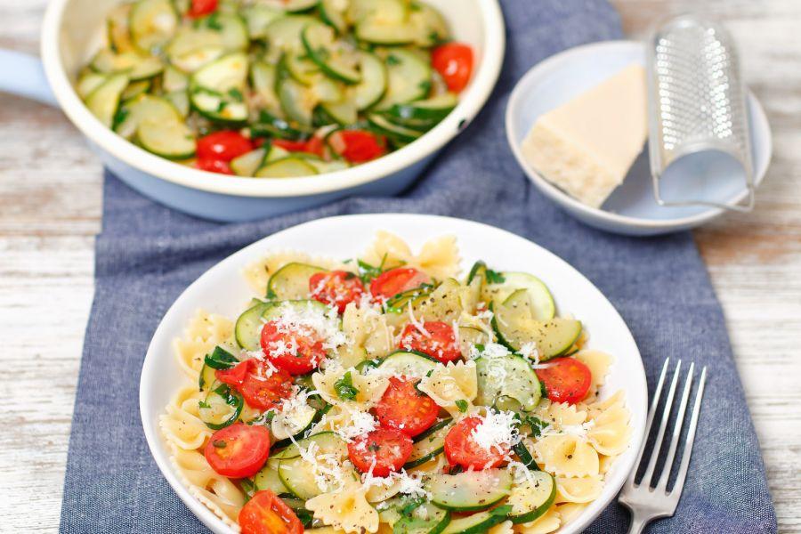 Pasta mit Zucchini und Kirschtomaten