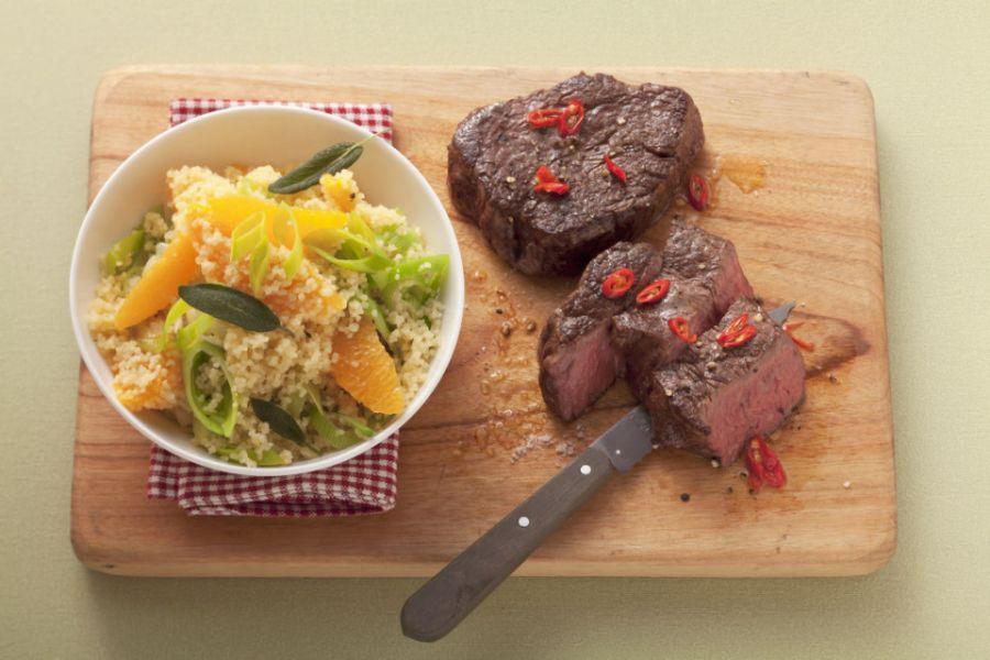 Gebratenes Steak mit Couscous