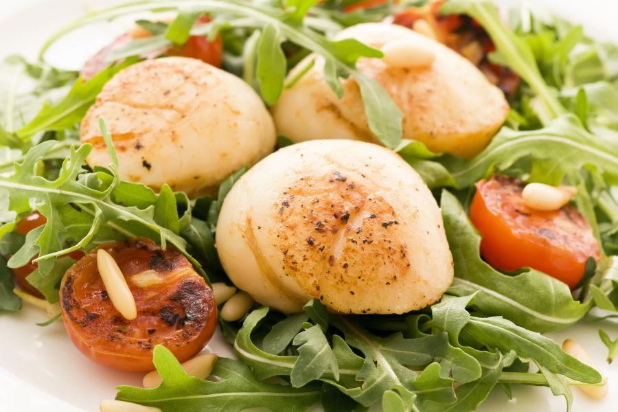 Salat mit Kammmuscheln