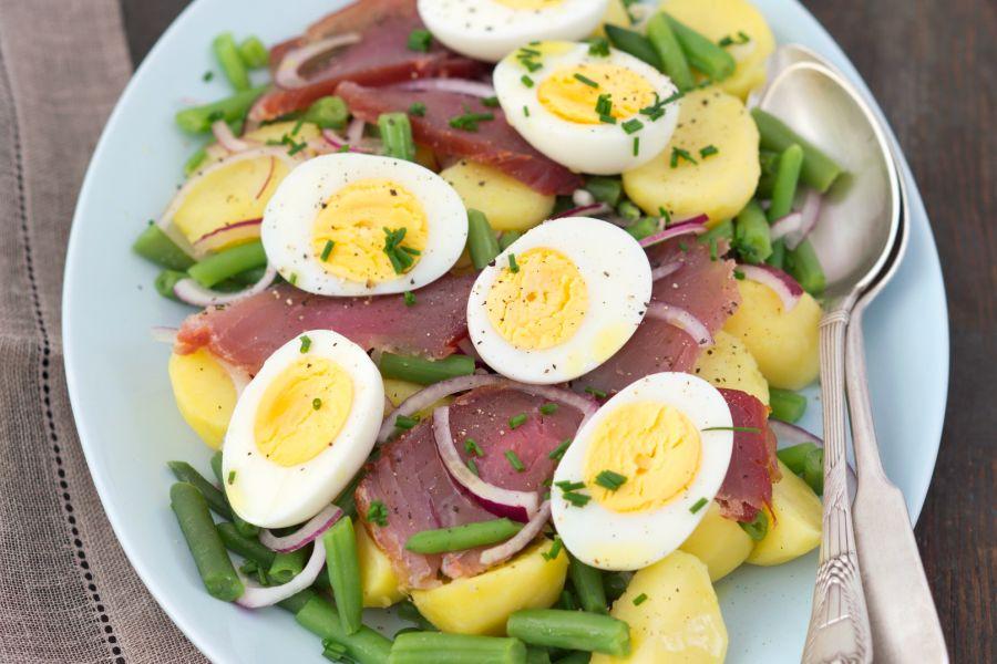 Nizza-Salat mit Bohnen, Thunfisch und Ei