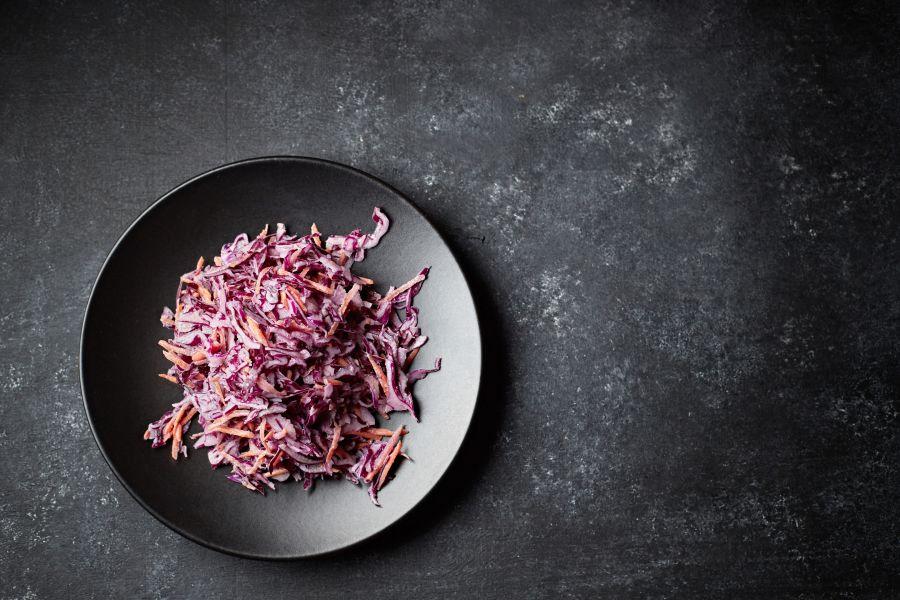 Salat aus Rotkraut und Möhren