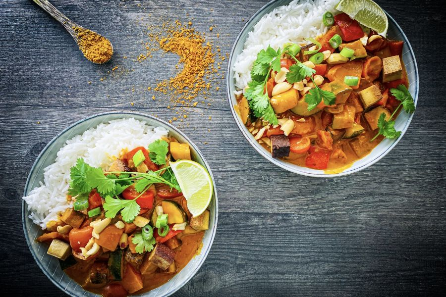 Gelbes Curry mit Räuchertofu und Zucchini