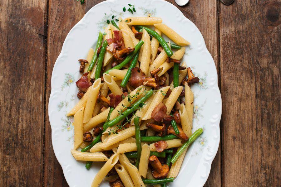Pasta mit grünen Bohnen, Speck und Pfifferlingen