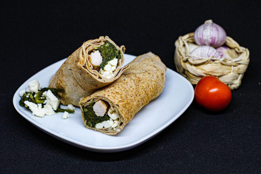 Schnelle Hühnchen-Spinat-Wraps mit Feta