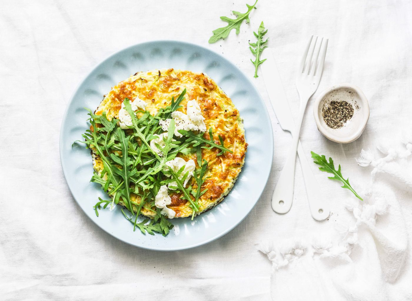 Ziegenkäse-Omelette mit Tomaten und Rucola