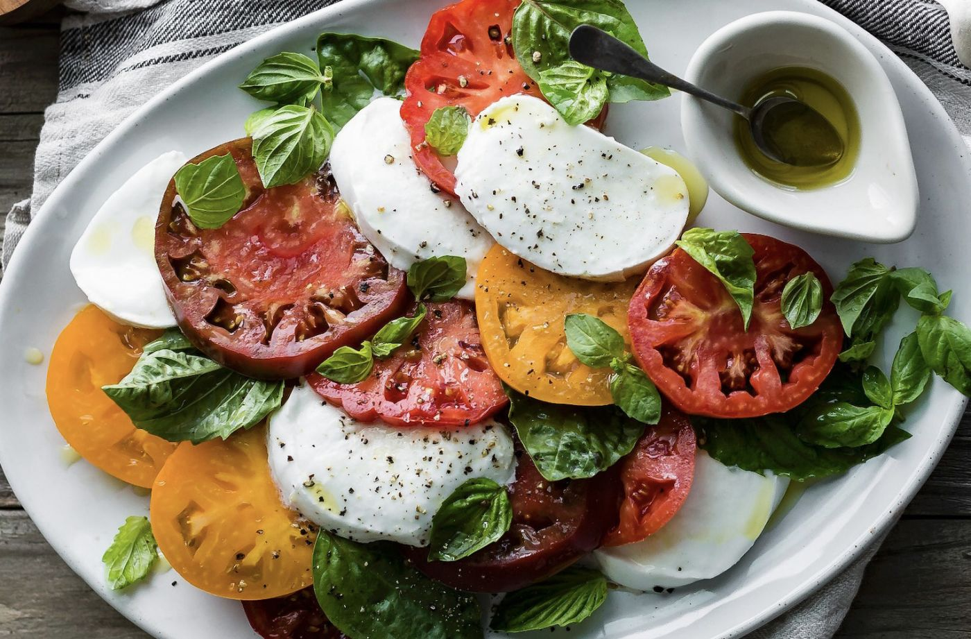 Caprese-Salat & Baguette