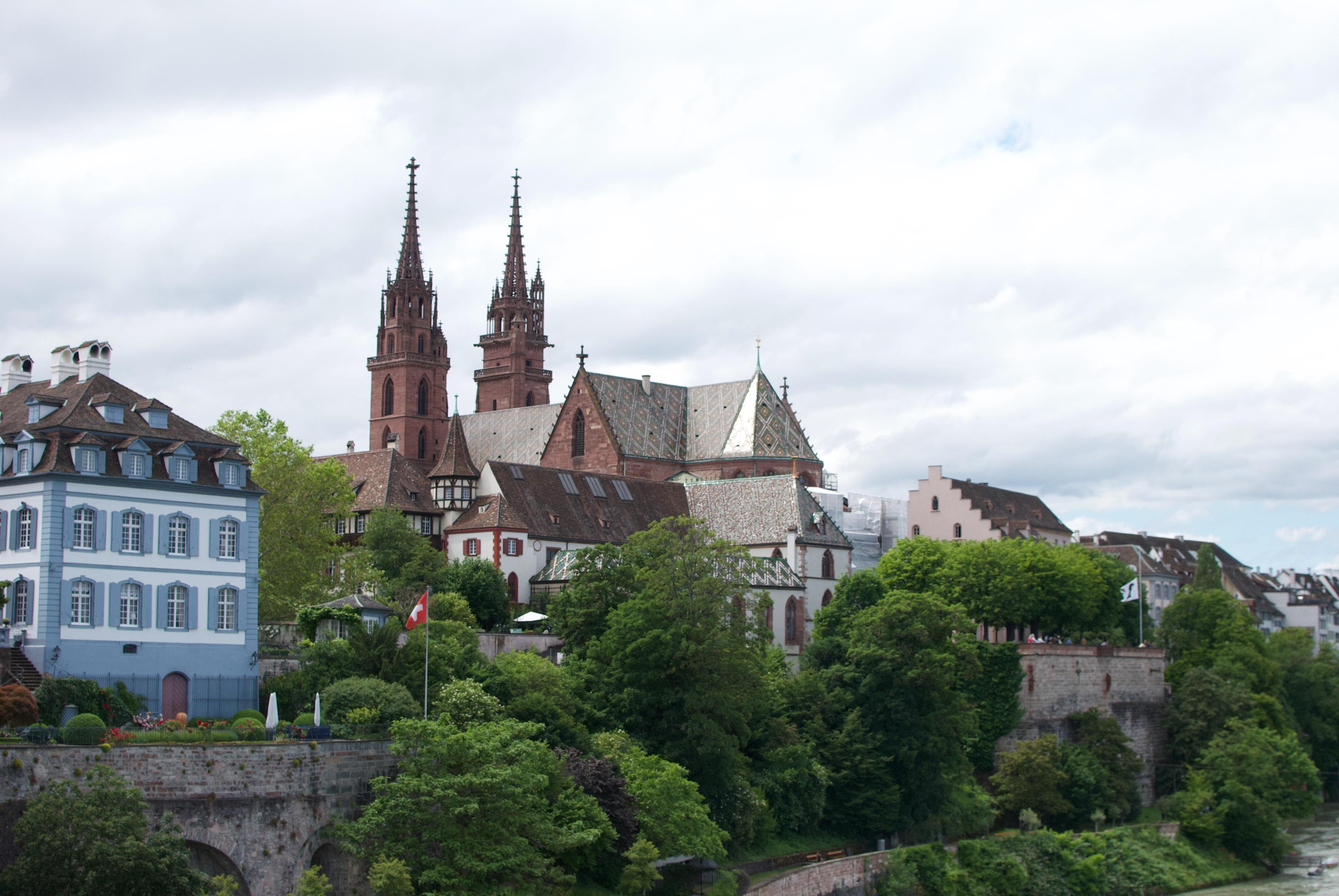 Vue sur la cathédrale de Bâle.jpeg
