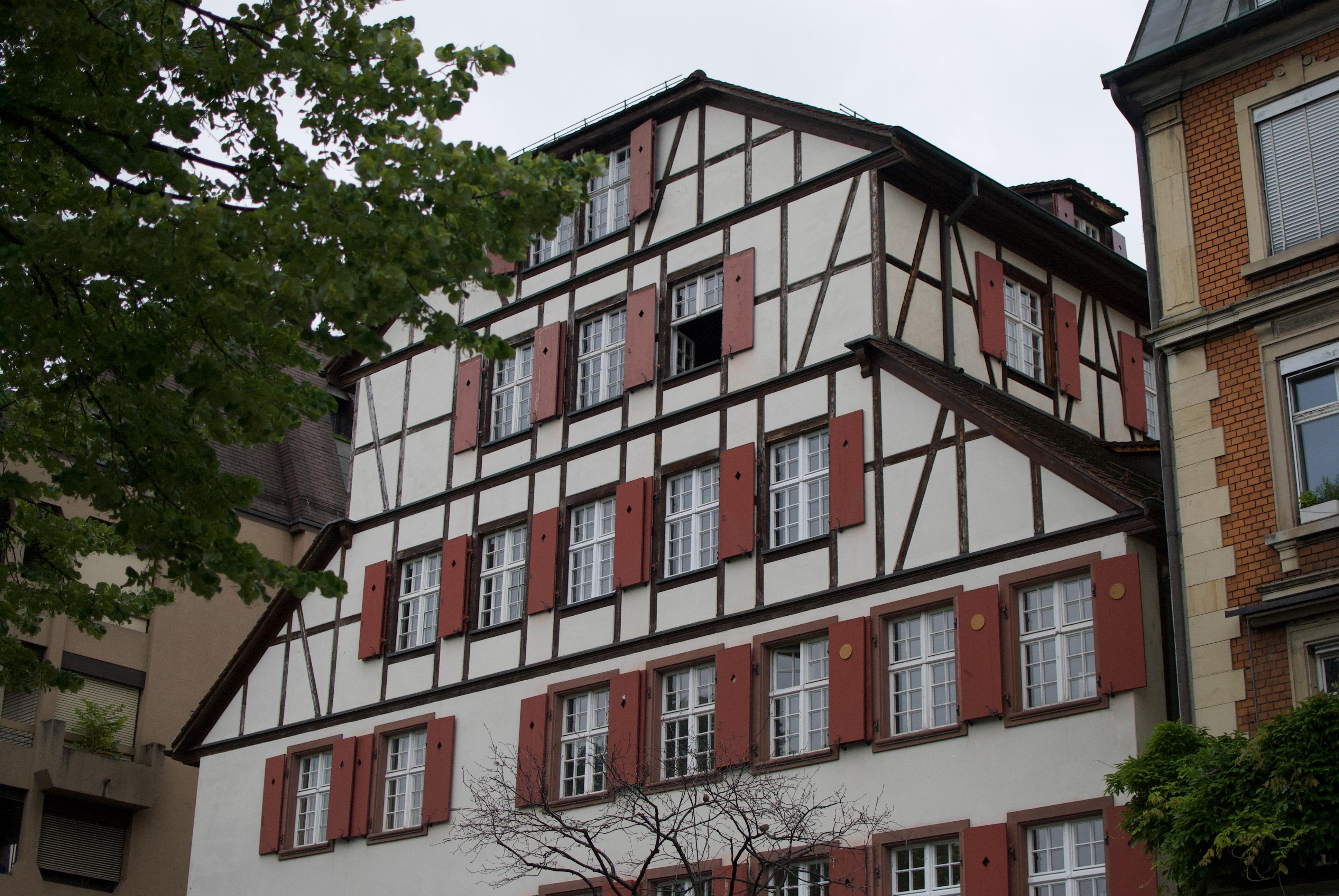 Maison typique de la suisse.jpeg