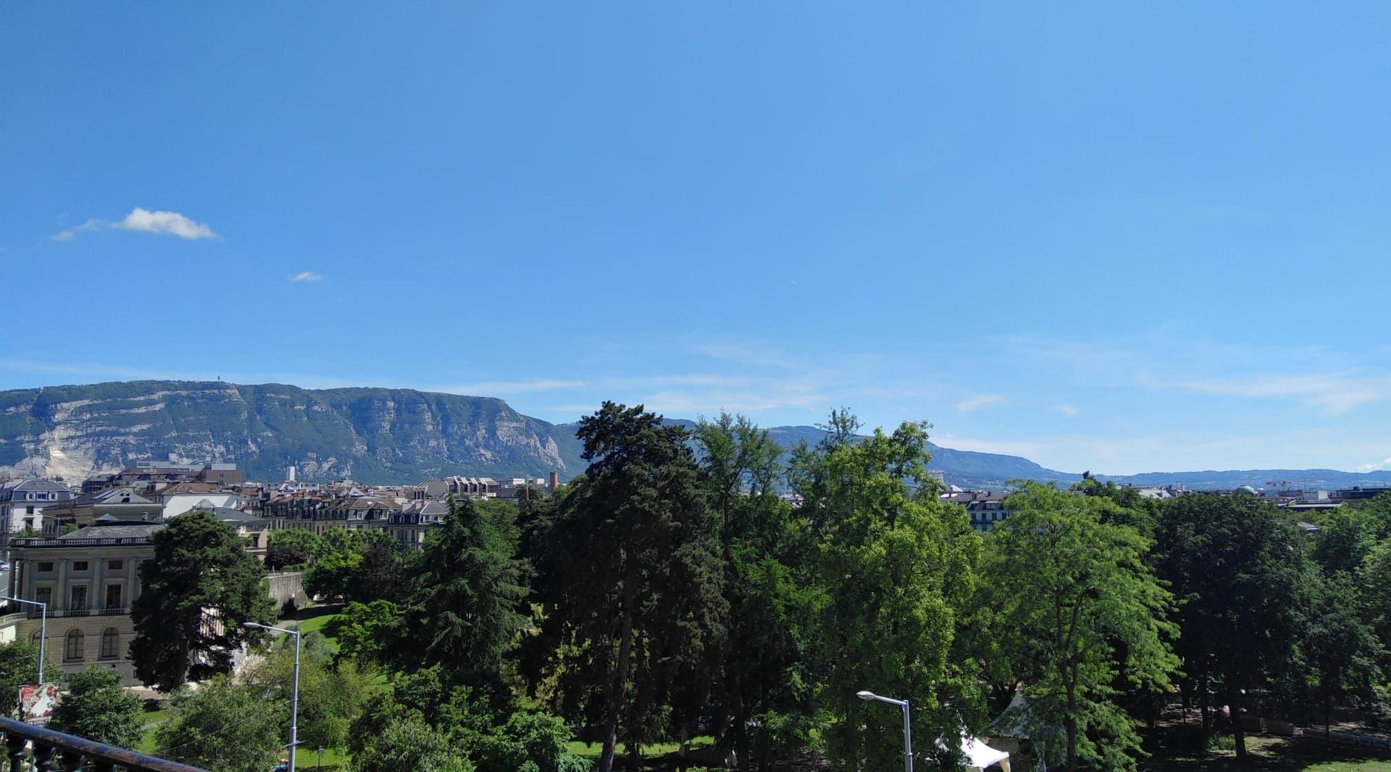 Vue de l'autre côté de Genève.jpg