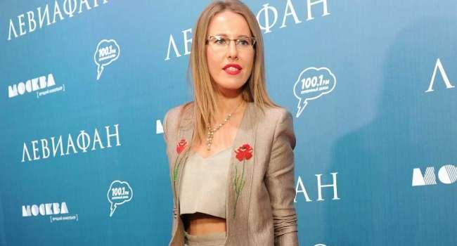 «Видимо с деньгами очень туго, раз уж рекламы столь много»: Ксения Собчак показала свой личный массажер и нарвалась на критику