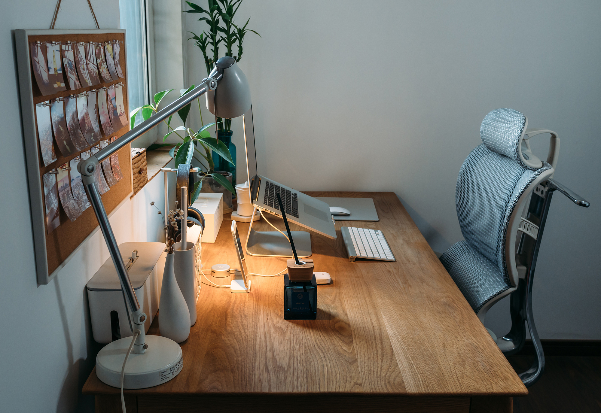 Ergonomics should be incorporated into the planning process of any workplace design. Photo by Samule Sun on Unsplash