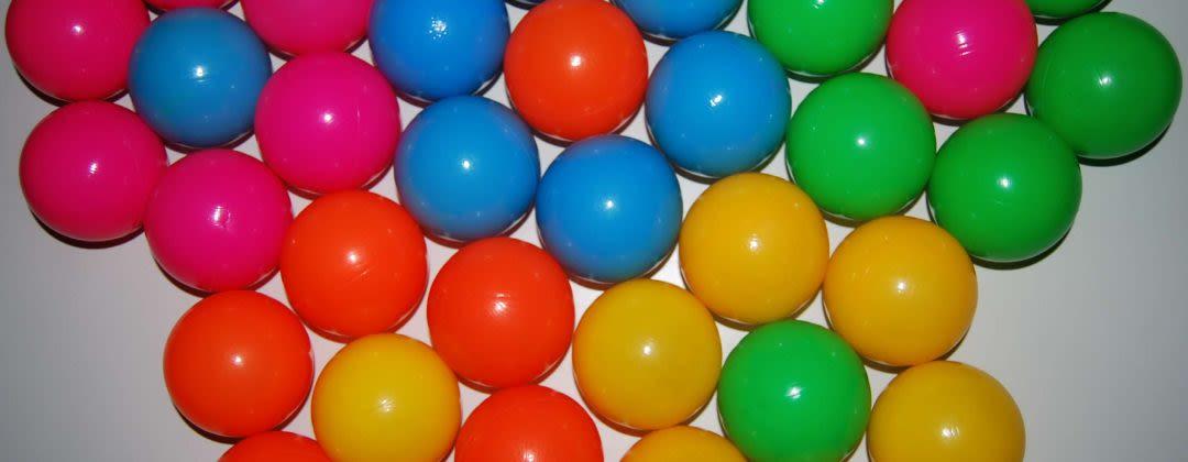 Juggling balls colors: blue, green, orange, pink, yellow