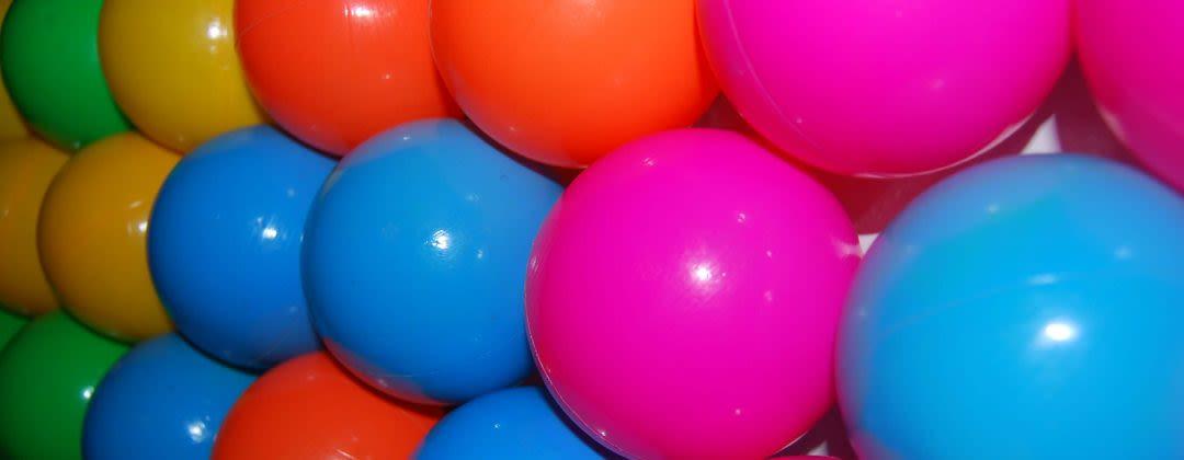Plugless juggling balls