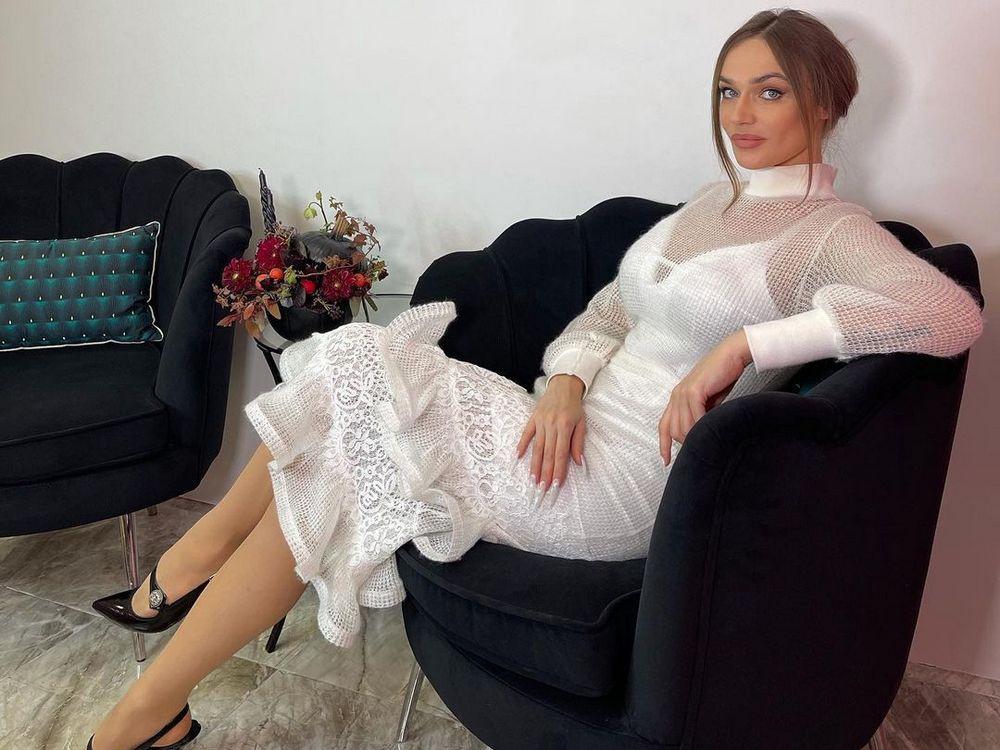 Алена Водонаева боится сойти с ума из-за бабушки-вампира