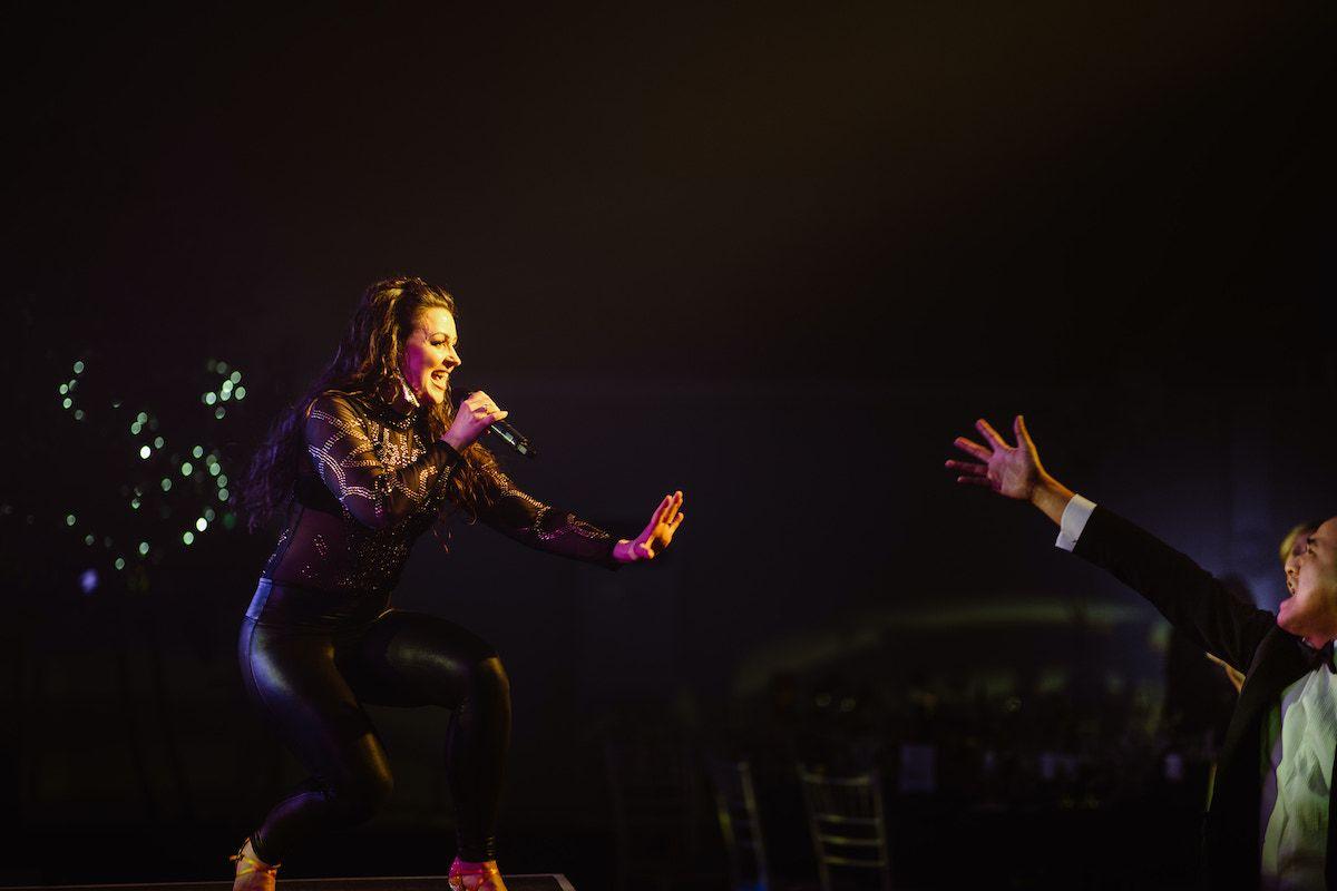 Jam Hot singer performs for adoring crowd