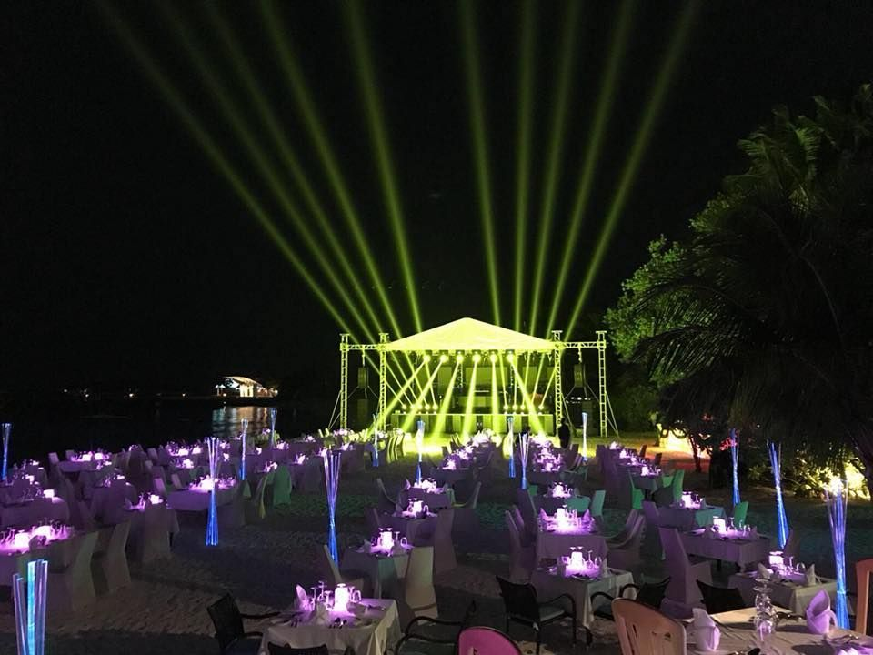 Jam Hot stage on the beach with large beams