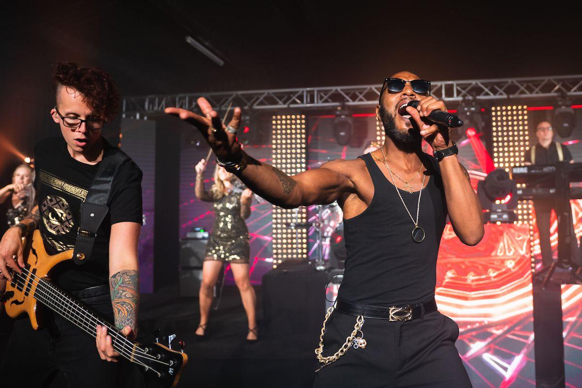 Jam Hot singer & bass player mosh to Sex On Fire