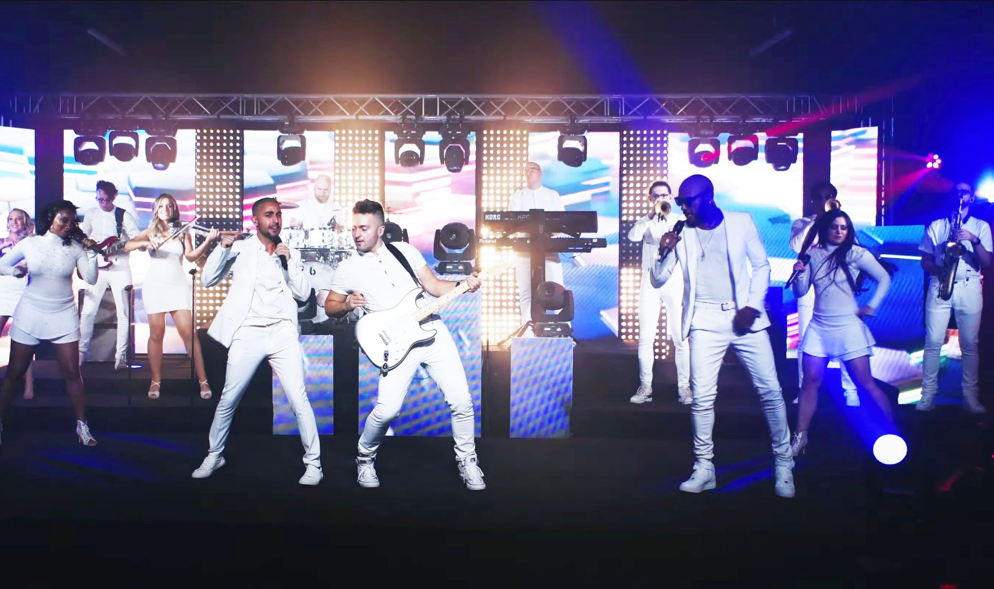 Jam Hot perform Beat It wearing Ice White outfits