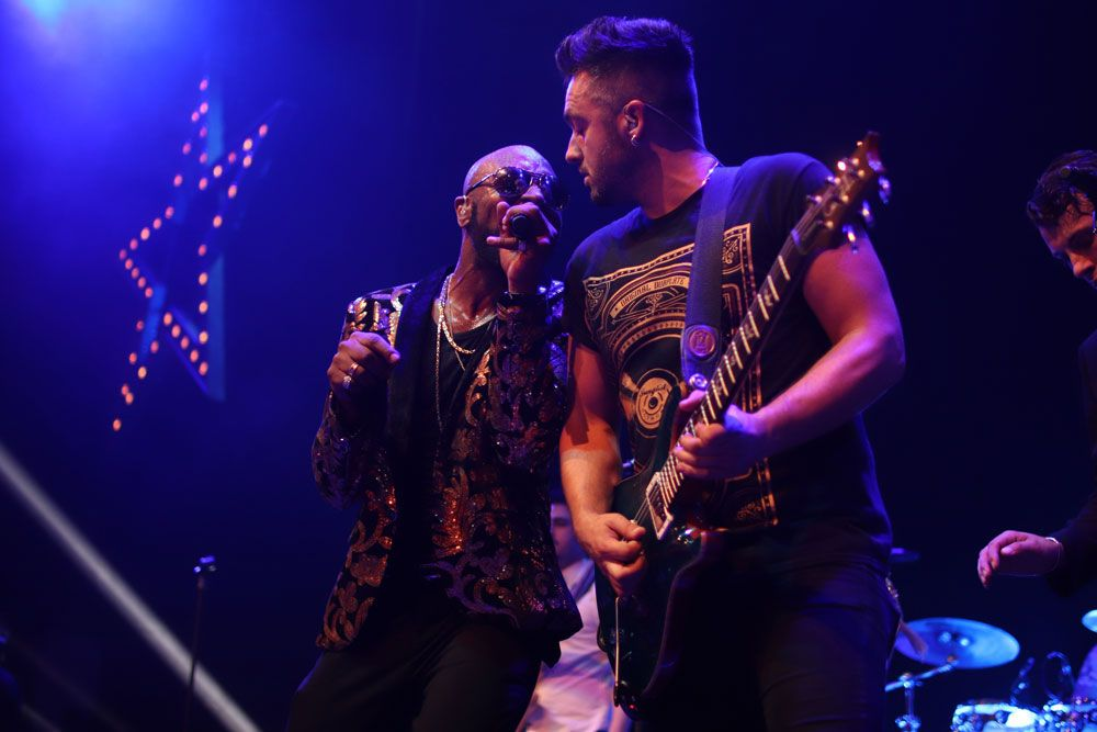 Jam Hot singer and guitarist interact on festival stage