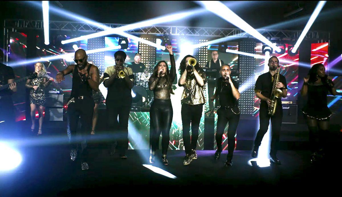 Jam Hot showband live perform Uptown Funk