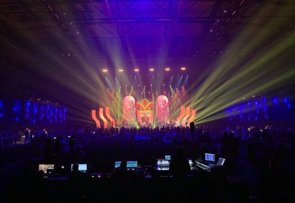 Jam Hot showband perform at arena show
