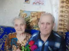Единороссы Агаповского района помогли Ветерану Великой Отечественной войны с дровами