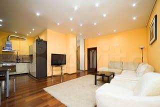 2-к квартира, 70 м², 2/5 эт.