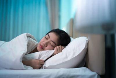 7 Tips Mengatasi Maag Kambuh di Malam Hari