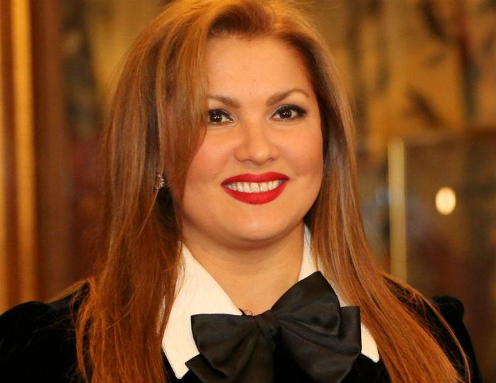 Звезду видно сразу: Анна Нетребко в полосатом комбинезоне прогулялась по Вене