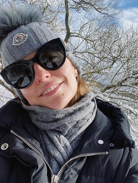 «Лучше сидите дома»: Саша Савельева в связи с необходимостью прервала добровольный карантин