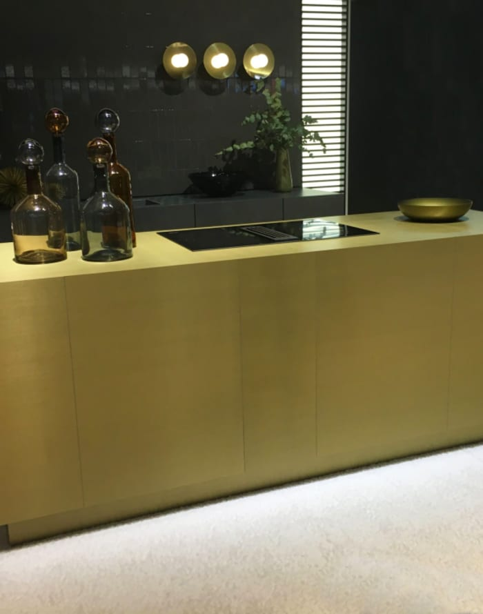 Gold kitchen island, stating gold as a kitchen trend for 2018.