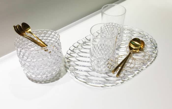 An elegant yet portable way to embrace the gold kitchen trend. Gold spoons with clear textured glass dishes.