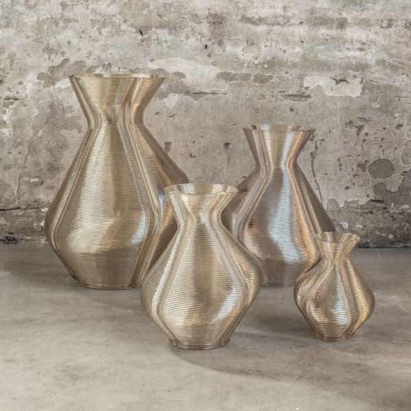 Dirk Vander Kooij Changing vases.
