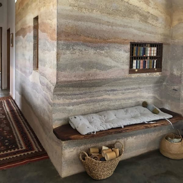 Interior with walls made of hemp concrete.