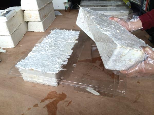 Making of the mycelium bricks.